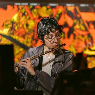 Hannah performing at POLLINATOR, Nov 2020.